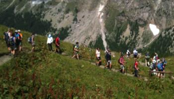 A very large trekking group on the Tour du Mont Blanc